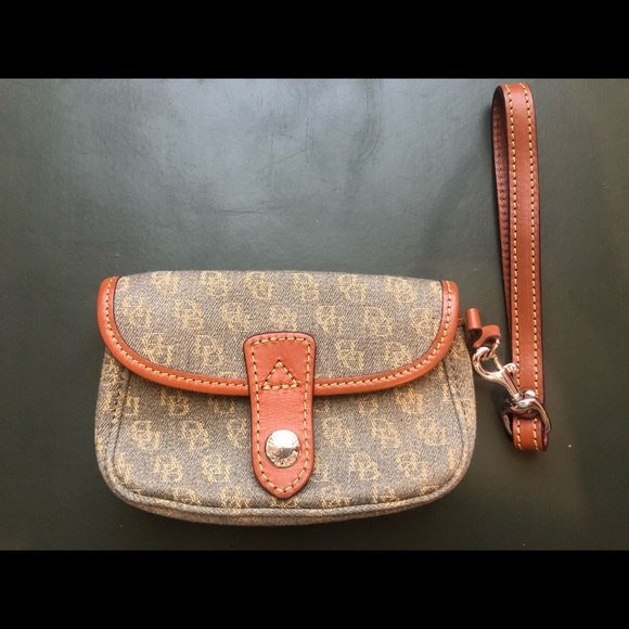 Dooney & Bourke Handbags - Dooney & bourke baggie